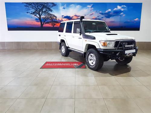 Toyota Land Cruiser 76 4.5 Diesel Station Wagon